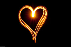 Heart of Light (Manu_H) Tags: light golden heart lumire coeur dor drawingwithlight da1650 pentaxphotogallery smcpda1650mmf28edalifsdm ppgaccepted