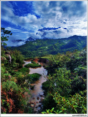 Himbaan, Kinabalu - Buffalo swimming pool and Kinabalu (sam4605) Tags: mountain trekking landscape scenery olympus malaysia borneo mountkinabalu e3 sabah kinabalu pemandangan kundasang zd lanskap sabahborneo 1260mm bundutuhan kinasaraban himbaan sam4605
