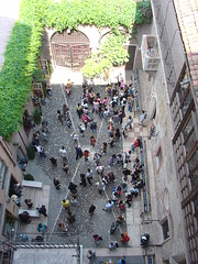 From the top of Juliet's House / Desde el techo de la casa de Julieta (Carlos Olvera Mendoza) Tags: verona williamshakespeare giulietta casadigiulietta capulets julietcapulet lacasadejulieta guilieta capuletos