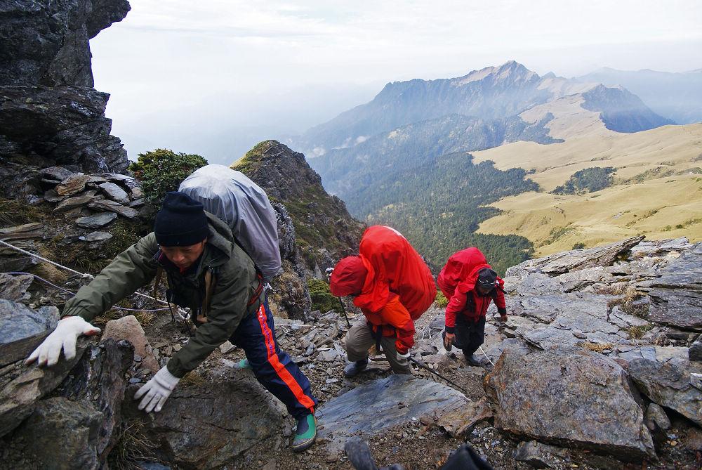 奇萊Day3-45 一群重裝往東稜的登山客