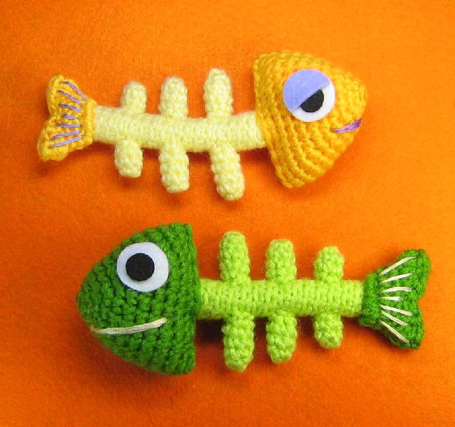 Free Crochet Pattern For Small Fish : Fish Bone Skeleton Crochet Pattern KnitHacker