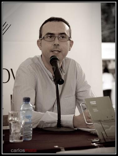 """Angel Gracia presentando """"Destino y trazo"""" en Huesca por ti."""