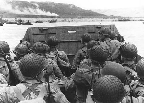 フリー画像| 戦争写真| 兵士/ソルジャー| 人物写真| ノルマンディー上陸作戦| モノクロ写真| D-DAY|     フリー素材|