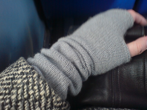 Cashmere mitts