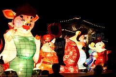 2007-03-03 1136 2007 Taipei Lantern Festival (Badger 23 / jezevec) Tags: festival night lights pig colorful taiwan parade taipei formosa float  hai taipeh boar  lanternfestival 2007  chineselantern  chiangkaishekmemorialhall  republicofchina yearofthepig    aonuevochino  capodannocinese   taiwn chaingkaishek   20070303    tapeh    badger23 shangyuanfestival ftedeslanternes     lyhtyjuhla chinesischeslaternenfest