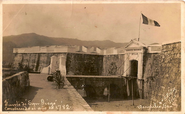 El fuerte de San Diego, resguardaba al puerto de los ataques piratas. by LALO VAZQUEZ