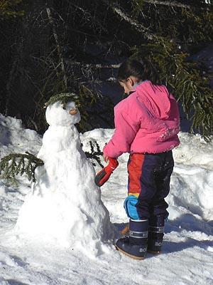 petite fille et bonhomme de neige.jpg