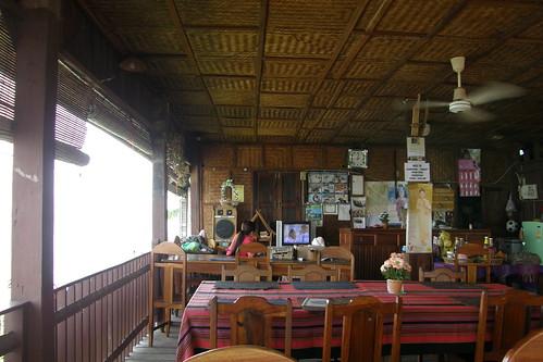 33.Anouxsa Guesthouse有自己的餐廳