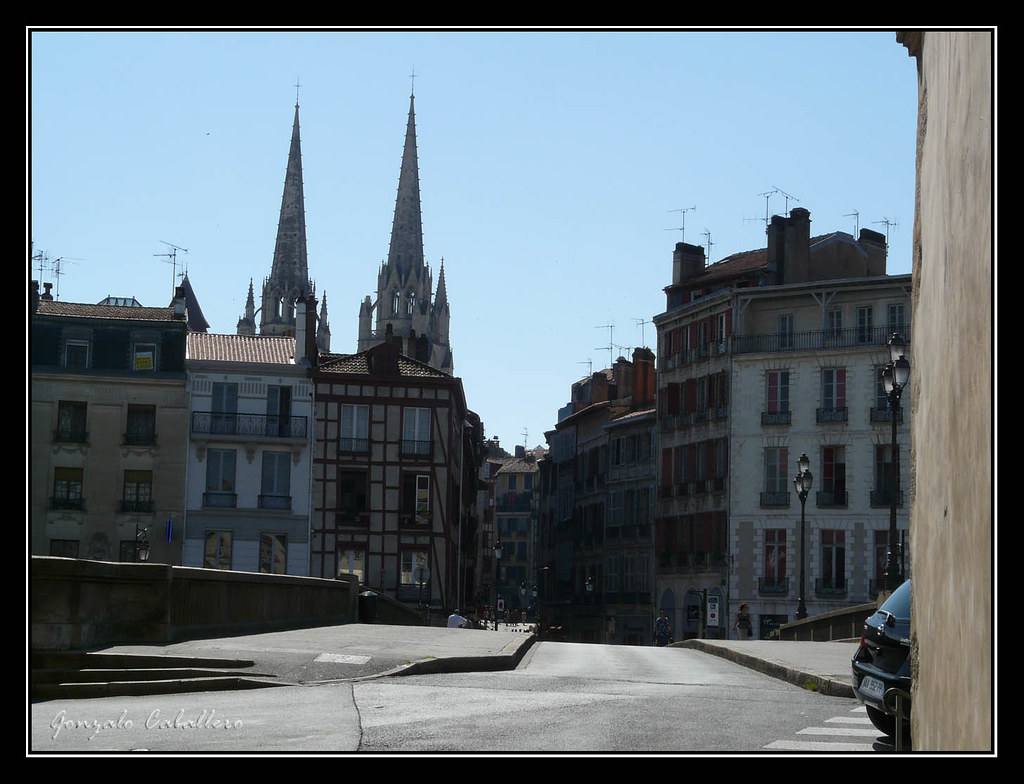 Bayona. Catedral desde la Petit Bayonne