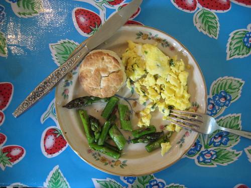 asparagus, biscuit, scrambled egg