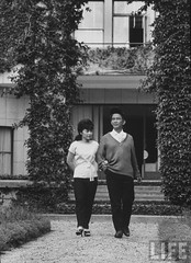 6-1962 Ngo Dinh Nhu and wife at home in Dalat par VIETNAM History in Pictures (1962-1963)