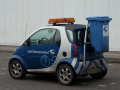 Smallest garbage truck ever... (CitroenAZU) Tags: auto smart car dumpster truck garbage blauw dumptruck dump disposal bleu coche rubbish van mull garbagetruck vuilnis vuilniswagen kliko gansewinkel ophaaldienst blue