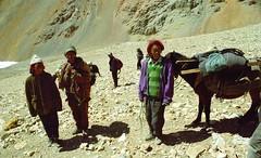 Descending Lamma La 5120m (reurinkjan) Tags: 2002 nikon tibet everest tingri jomolangma janreurink བོད། བོད་ལྗོངས།