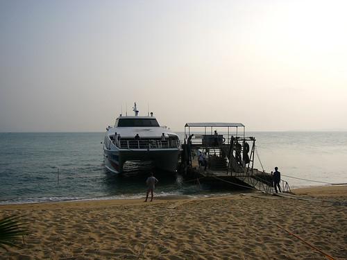 サムイ島 今日のお天気 離島行き船に満席出ています