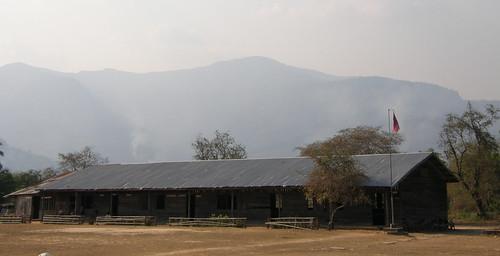 52.位在山邊的寮國學校