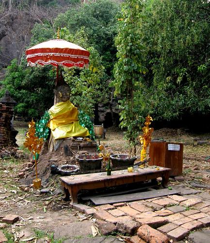 77.主殿旁的大佛雕像