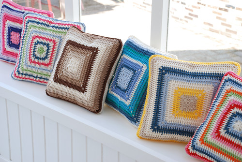Crochet Pillows by yvestown.