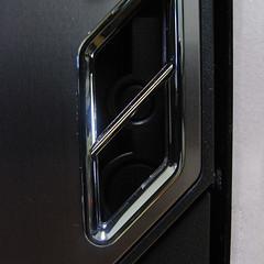 P183 ドア越しに見える電源ボタン