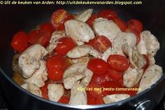 Kip met pesto-tomatensaus