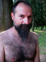 (fiumeazzurro) Tags: hairy gg ritratti otw photographia picturingmen heartawards flickriansbyflickrians lamiciziafaladifferenza asbeautifulasyouwant 16524052009explore