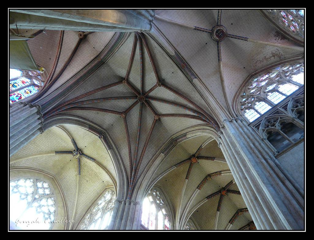Bayona. Interior de la Catedral