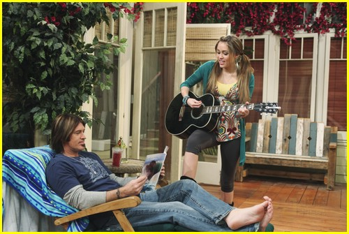 miley-cyrus-cody-linley-one-10
