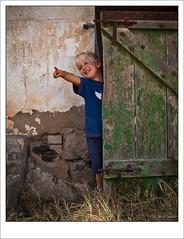 Lucas sonriente (Carmen Cabrera .) Tags: door old smile smiling kid puerta child farm olympus lucas forgotten sonrisa viejo stable niño zuiko deserted granja establo abandonado e510 zd olvidado caballerizas 1442mm flickraward