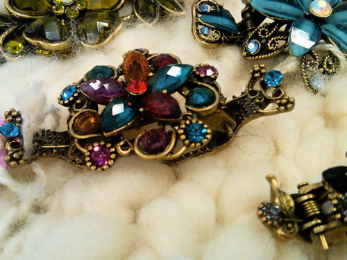 queen beads shawl/hair clips