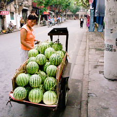 * (YENTHEN) Tags: china street shanghai streetphotography watermelon 上海 西瓜 الصين yenthen