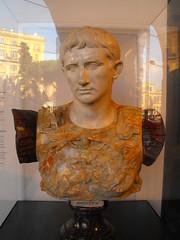 Augustus (Hannard) Tags: italien italy rome roma fountain italian colosseum via bust italie augustus spqr octavian