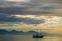 Itaguá (Alê Santos) Tags: sea brazil sky praia beach brasil clouds dawn boat mar barco ubatuba amanhecer escuna calmaria frenteafrente pfogold