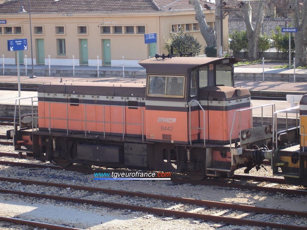 Un Y 8400 en gare d'Aubagne (Bouches-du-Rhône) le 29 janvier 2005