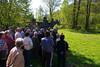 Die Teilnehmer lauschen Dr. Ruth Sandner am Webhaus bei Prunn