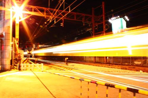 低速シャッター 電車 踏切