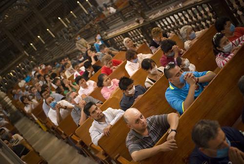Misa rezando con CubreBocas