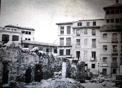 Restos de la muralla árabe en Zocodover hacia 1943. Fotografía de Pedro Román Martínez