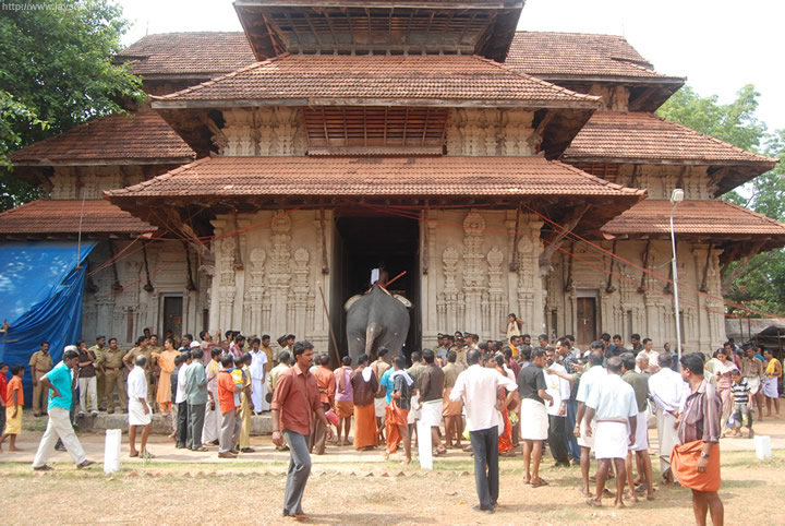 thrissur pooram - Now you realize why the entrances are so tall