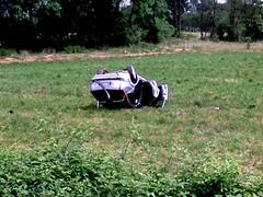 (Uberto) Tags: auto italien italy car wheel italia traffic crash campo pv italie italians flipped ruota traffico pavia incidente ube pavese uberto capovolta trafficattack