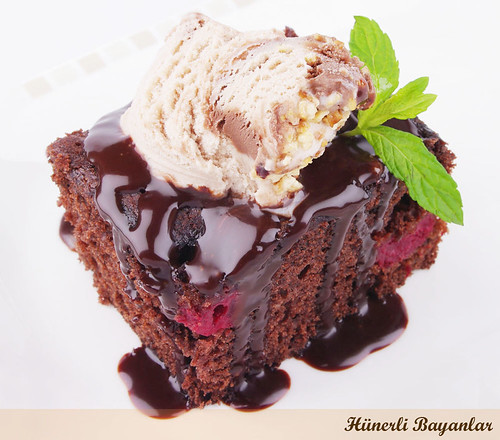 Vişneli Kakaolu Kek