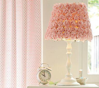 Luminária com aplique de flores