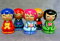 Minhas filhotas (Honorita) Tags: doll kokeshi cor