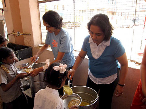 Cisco volunteers of Akshaya Patra serving food to school children by Cisco Pics.