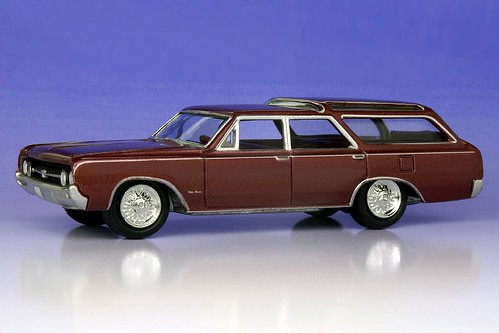 Johnny Lightning 1964 Oldsmobile Vista Cruiser - 9857cff