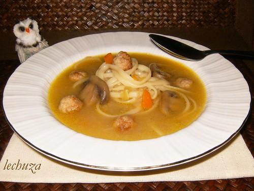 Sopa tallarines-plato