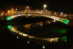 Ha'penny Bridge, Dublin (Wayne Foley) Tags: ireland dublin enlightedbridge