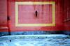 Barletta (Italy) - Pigeon on a square in the old town (Danielzolli) Tags: city italien italy rot yellow italia pigeon ciudad gelb stadt grad laterne taube altstadt oldtown rectangle puglia italie ville sud citta ciutat cittavecchia cascoviejo barletta miasto viereck vielleville linterna mesto starowka pulli włochy apulien laterna italija mezzogiorno suditalia gorod rectangulo süditalien taliansko miesto appulo taljansko tranibarlettaandria rectangolo