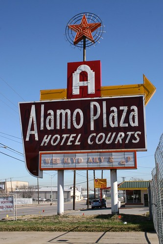 alamo plaza hotel courts neon sign
