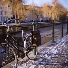 Seagull 0102 (ukaaa) Tags: winter snow tree 120 6x6 tlr film ice water leaves bike bicycle analog bag square belgium kodak belgi charlie negative medium mf analogue portra ghent gent canoscan leie twinlensreflex portra160vc lievekaai augustijnenkaai 8800f haiou seagull4a103