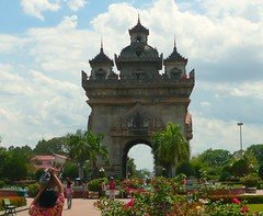 Vientiane Gate,Laos (hugit4249) Tags: city flowers blue trees sky water festival gardens night clouds airport gate capital palm mai thai airways laos chiang 747 vientiane songkran khon kaen laospdr hugit4249 vientianegate