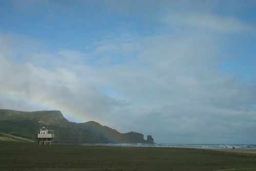 Bethells Beach - Surf Lifesaver Hut and Rainbow